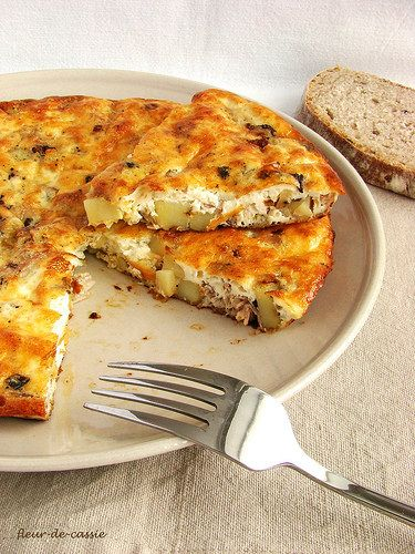 Фриттата - своего рода омлет на итальянский лад, суть приготовления которого сводится к следующему: возьмите что угодно, залейте яйцами и запеките либо поджарьте…