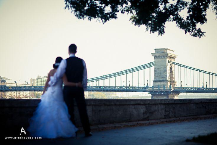 autumn wedding leaves orange gold brown bride groom Budapest bridge river