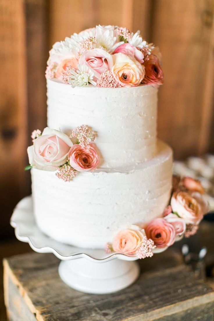 wedding cakes in lagunbeach ca%0A The Galas Barn Wedding in California   Catherine Leanne Photography    Reverie Gallery Wedding Blog