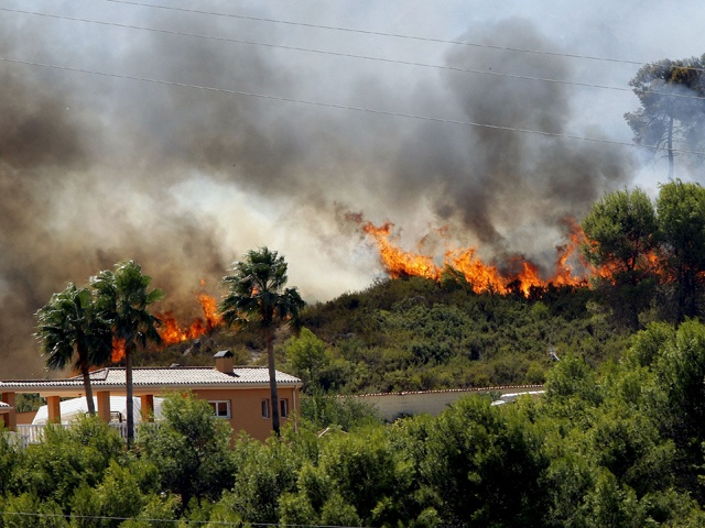 Cruz Roja organiza voluntarios para los incendios en Valencia. Si alguien puede ayudar:  Teléfono de coordinación de voluntarios incendios en Valencia: 902222292