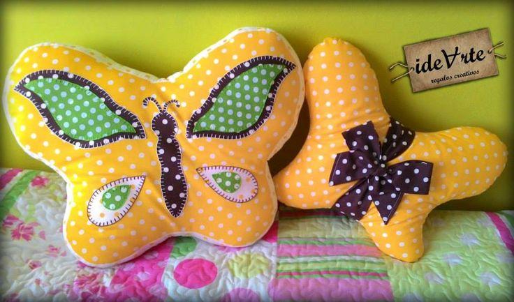 Juego de cojines con mariposas
