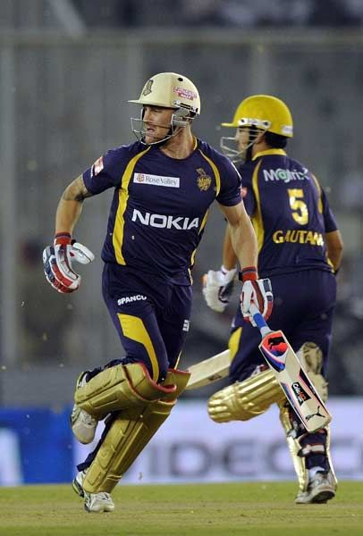 Kolkata Knight Riders' batsmen Brendon McCullum (L) and Gautam Gambhir run between the wickets during the IPL Twenty20 cricket match between Kings XI Punjab and Kolkata Knight Riders at PCA Stadium in Mohali on April 18, 2012.