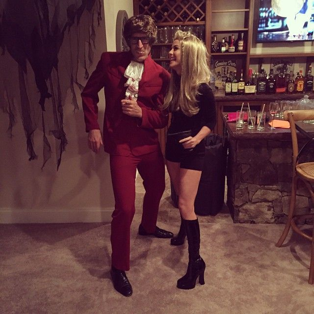 Pin for Later: 40+ Celebrity Couples Halloween Costumes Julianne Hough and Brooks Laich as Felicity Shagwell and Austin Powers