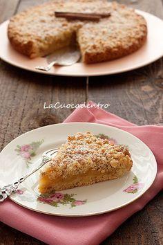 Sbriciolata alle nocciole con ripieno di mele caramellate