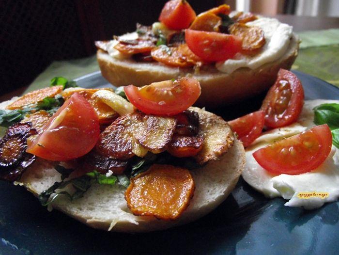 Jarzynowa kanapka | szczypta-wege przepisy wegańskie i wegetariańskie - zdrowe pomysły na obiad i inne okazje