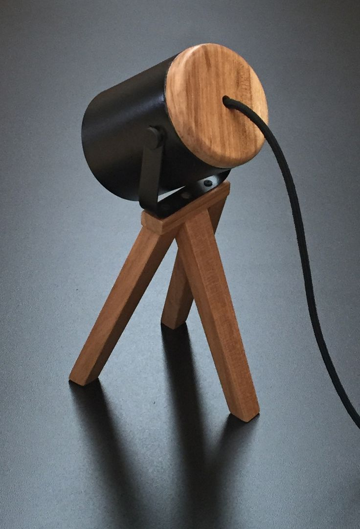 MATILDE lámpara trípode de escritorio. Petiribí laqueado + hierro pintado al horno. Cable textil. https://www.facebook.com/lasmarinasmuebles/