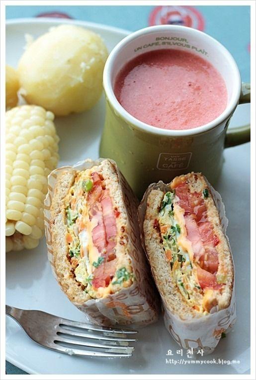 달걀치즈토스트- 나홀로 점심- 버터. 밀러머스타드 +씨겨자. 빵. 당근, 양파, 부추, 겨란, 소금. 토마토. 치즈
