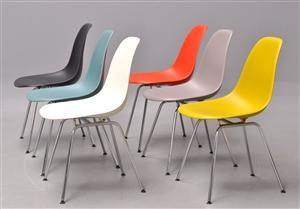Lauritz.com - Moderna bord och stolar - Charles Eames. Sæt på seks skalstole, model DSX. Multifarvede (6) - DK, Kolding, Trianglen