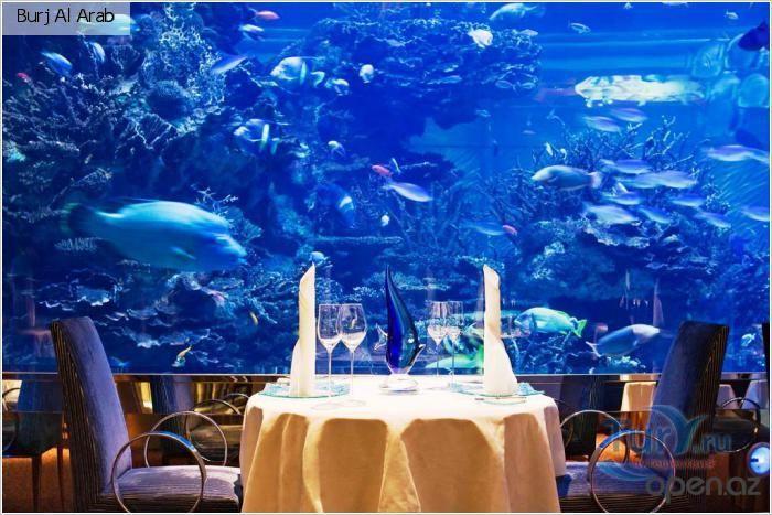 Ресторан..столик у аквариума))