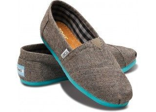 Cute toms. Like the pop of color.