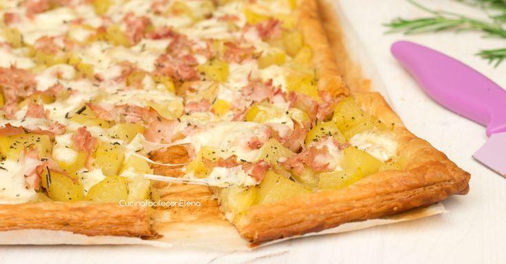 La schiacciata di patate con prosciutto e scamorza è una ricetta veloce e golosa…