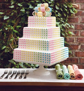 Want a rainbow #wedding theme? This multicoloured #weddingcake would be perfect