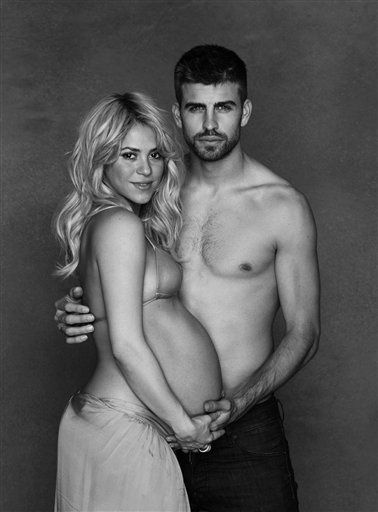 Ideas & Inspiration Pregnancy and Maternity : Shakira maternity portrait with husband.