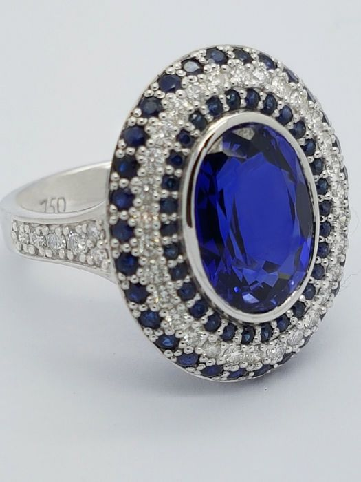 Rarity: Large & heavy certified Sapphire & brilliant 18kt Ring - Certified
