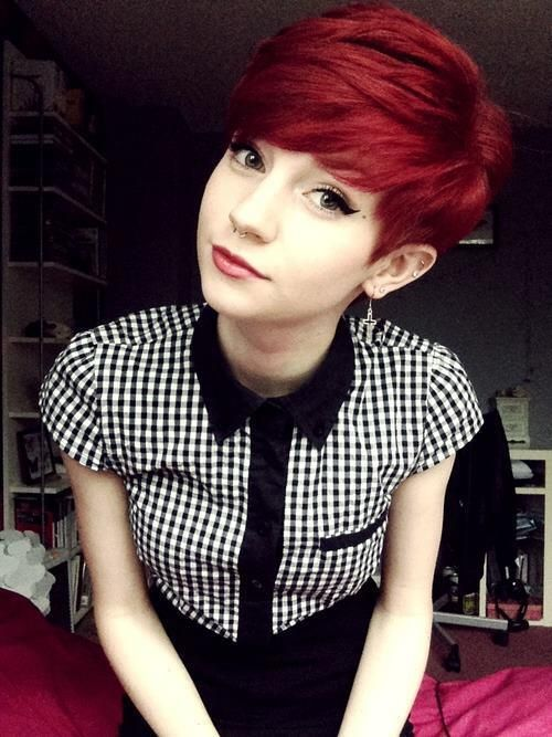Like the cut and the colour, not sure if I would be allowed to dye it like this though :(