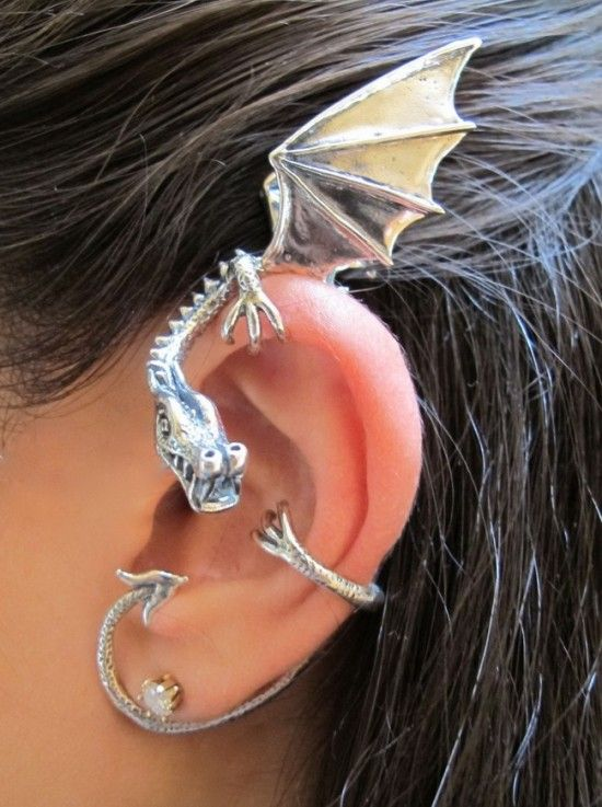 Dragon Earring .... Isn't it cool??? You can find it at Marty Magic Esty Shop