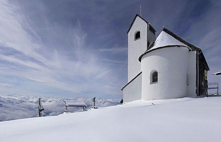 Stunning views on the alpine landscape near Hotel Restaurant Spa Rosengarten in Kirchberg #relaischateaux #kitzbuehel #skifun #snowymountain