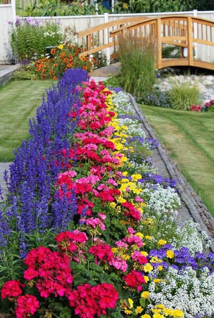 Pin By Diane Brassard On Gardenscapes To Love And Other Ideas