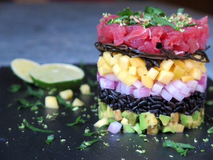 Tartare di tonno con riso venere, frutta esotica e salsa al sesamo   Forchetta e Pennello