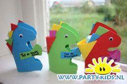 bellenblaas dinosaurus - Gezonde traktatie, Peuters en kleuters, Traktaties - En nog veel meer traktaties, spelletjes, uitnodigingen en versieringen voor je verjaardag of kinderfeest op Party-Kids.nl