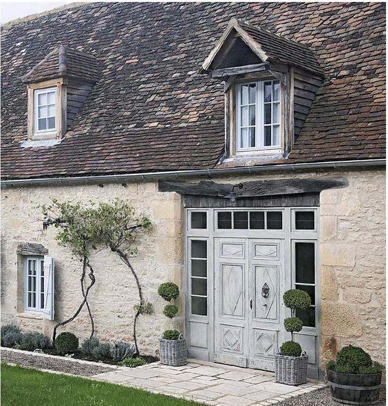 Gloria ed Eric Stewart hanno restaurato un certo numero di case da quando si sono trasferiti nelsud-ovest della Francia quasi 30 anni fa. Iloro restauri sono sempre un magico mix di talento e sensibilità, comenel caso diquestacasa colonica del 18° secolo, nelPérigord, dove ilrecupero di arred