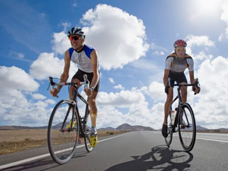 8 Tips to Lose Weight From Cycling To get the most out of your cycling and to lose weight in the process, it is important to follow basic rules of nutrition Here are eight tips that will help you lose weight by eating right and riding your bike instead of quick fixes and gimmicks.