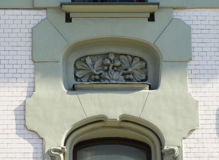 Доходный дом А.И. Кекушевой. Оформление пространства между окнами.