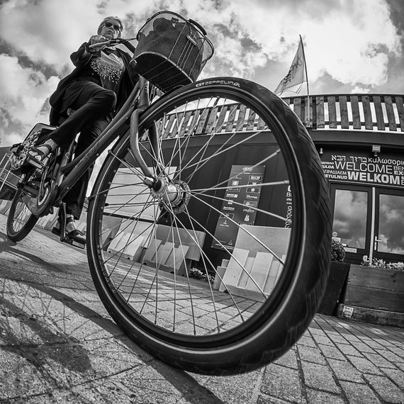 Willem Jonkers: The Fisheye Master Of Street Photography | Michael Ernest Sweet