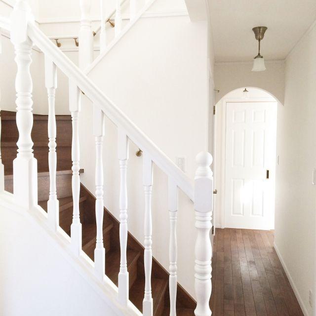 ciseroさんの、シンプルで美しい暮らし,吹き抜け,輸入住宅,シンプルライフ,ホワイト,階段,シンプルが好き,玄関/入り口,のお部屋写真