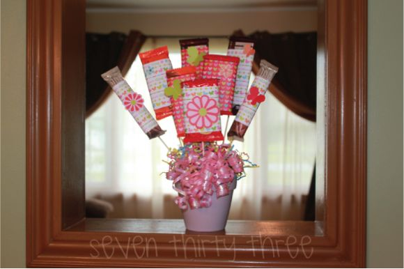 Candy Bar Bouquet - from Dollar Store CraftsCandy Bars, Candy Bar Bouquet, Dollar Stores, S'Mores Bar, Bar Bouquets, Dollar Store Crafts, Candies Bar, Homemade Candies, Candies Bouquets