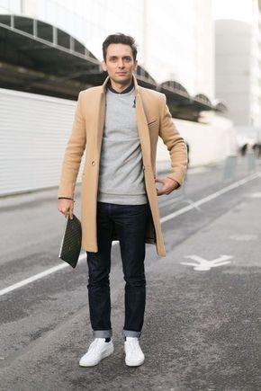 Comprar ropa de este look: https://lookastic.es/moda-hombre/looks/abrigo-largo-jersey-con-cuello-barco-camisa-de-vestir-vaqueros-zapatillas-bajas-bolso-con-cremallera/2778 — Camisa de Vestir Negra — Jersey con Cuello Circular Gris — Abrigo Largo Marrón Claro — Bolso con Cremallera de Cuero Marrón Oscuro — Vaqueros Negros — Tenis Blancos