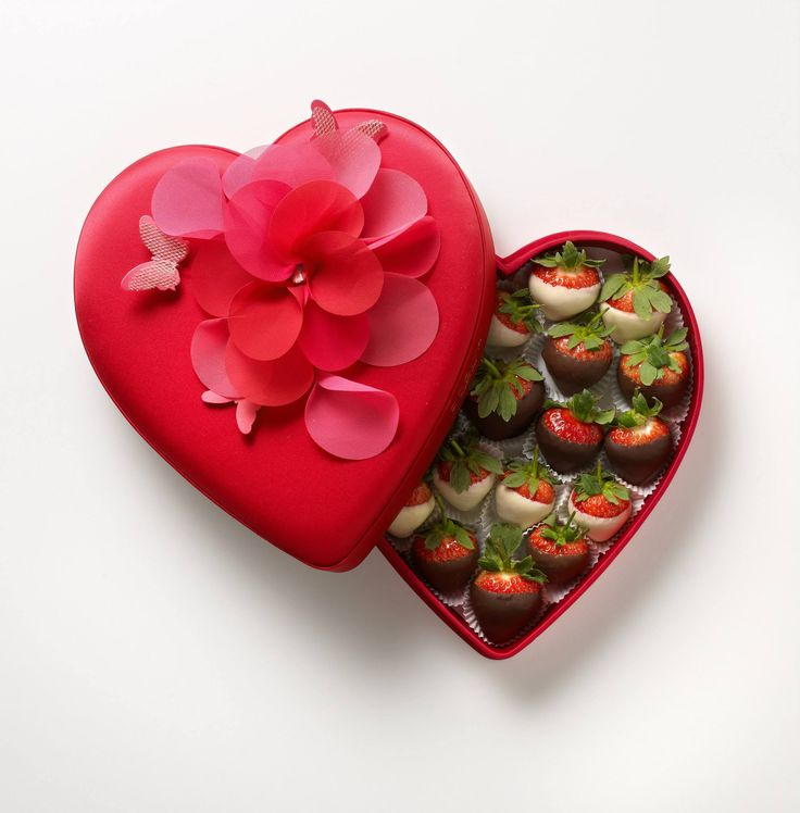 What is better on #ValentinesDay than chocolate dipped strawberries? Head to @godivauk in #RegentStreet for the perfect box available in-store.