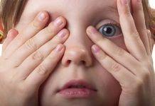 Ребенок боится оставаться один дома: что делать?