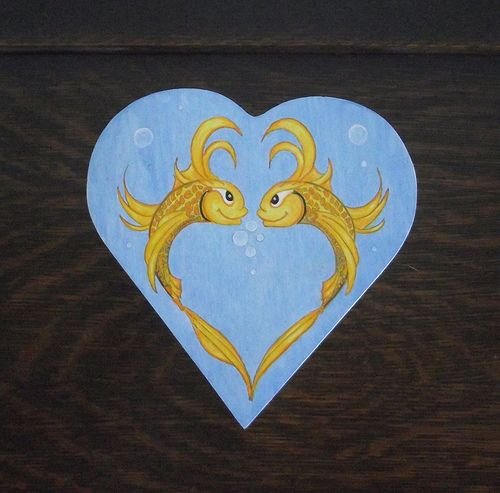 gold fish heart box