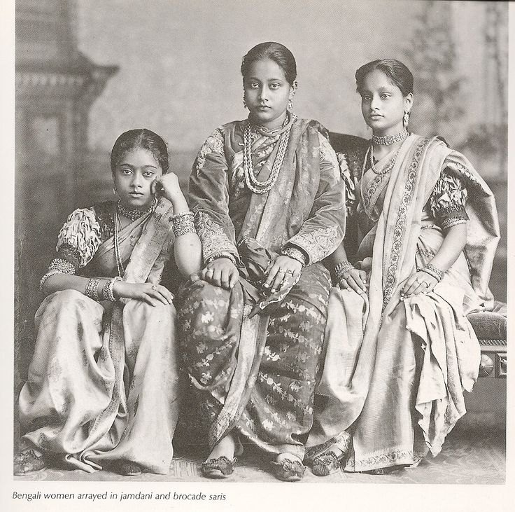 Indian women dressed in jamdani and brocade clothing