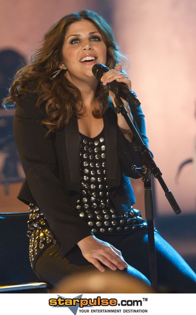 Hillary Scott. I mean, is there a bad picture of this woman?! Gorgeoussss.