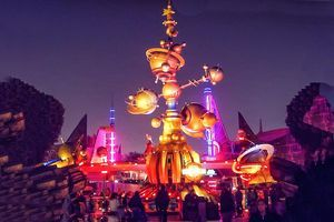 Discover the special charm of Disneyland at night - rides that are best in the dark, evening shows and fireworks: Best Disneyland Rides at Night: Astro Orbitor