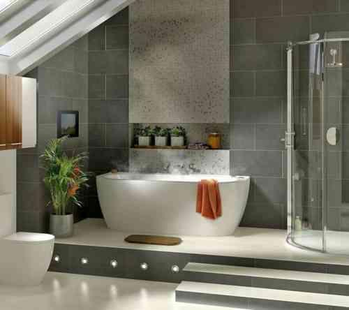 carrelage de salle de bain grise et bois avec mosaque et baignoire design