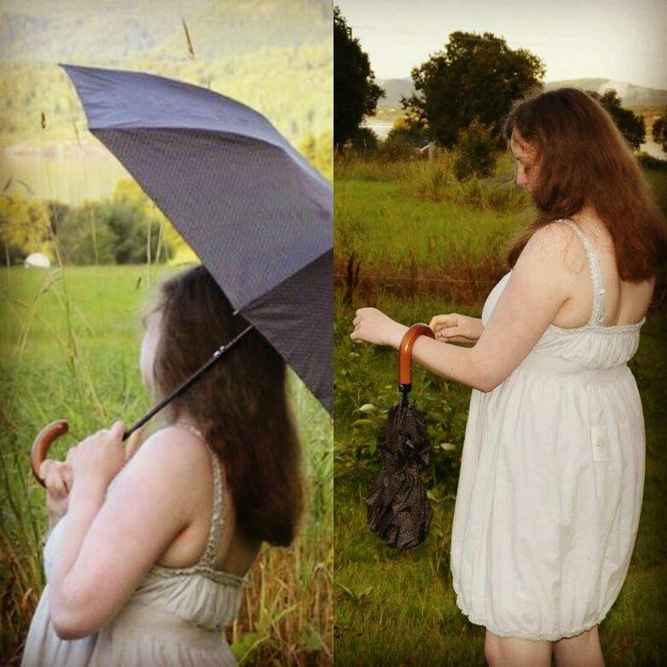 En paraply er alltid kjekt å ha. Og har du pyntet deg er det fint om den er stilren. Denne svarte paraplyen med kroket trehåndtak beskytter deg mot regn og sterk sol, samtidig som den kan henges på armen som et tilbehør til ethvert antrekk.