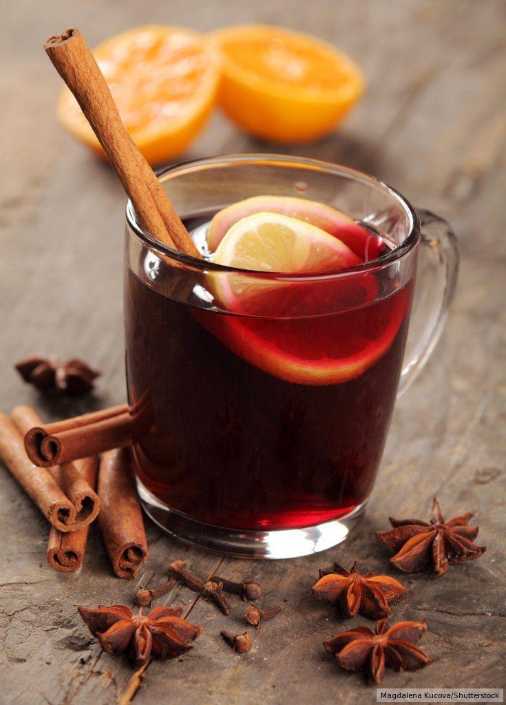 Rezept für Glühwein nach Art des Hauses bei Essen und Trinken. Ein Rezept für 8 Personen. Und weitere Rezepte in den Kategorien Gewürze, Obst, Alkohol, Getränke, Party, Kochen, Punsch/Glühwein.
