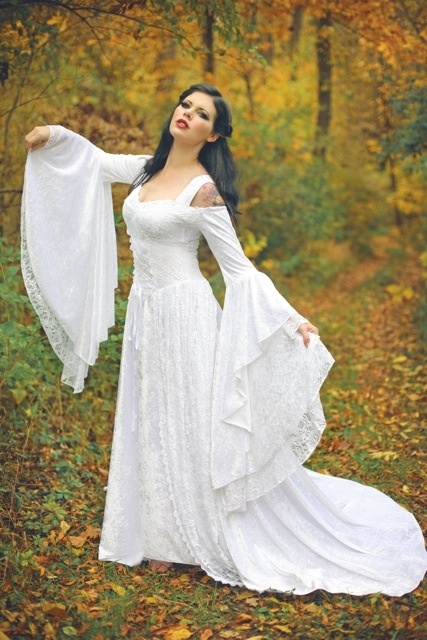 Medival wedding dress YES PLEASE! This is the pattern I hope to use for my Halloween costume. Right now I have a strapless red velvet dress... I love those sleeves