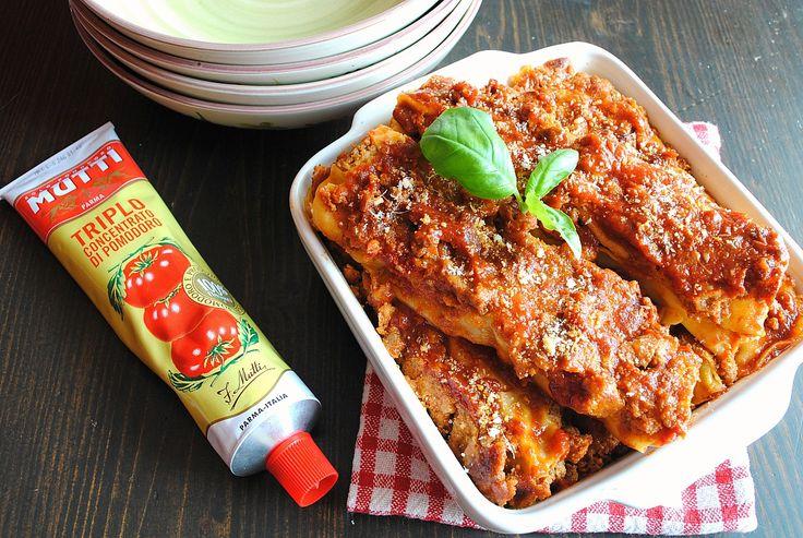 I cannelloni al ragù sono un classico della cucina italiana, perfetti in tutte le occasioni e quando volete lasciare soddisfatti i vostri commensali.