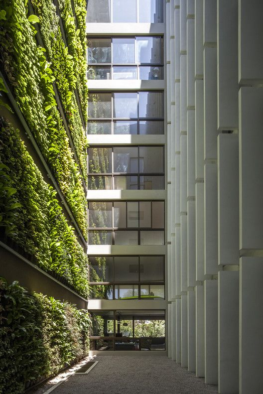essay of green architecture Deborah huebert envs 1115 july 20, 2014 green architecture and sustainability green architecture is an innovative way to minimize human disruption on our environment.