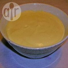 Vanillequark - Dies war eines meiner Lieblingsdesserts als Kind. Eigentlich gab es Eingemachtes wie Kirschen aus dem Glas oder frisches Obst wie Erdbeeren dazu, aber ich habe das Zeug schüsselweise einfach so weggeputzt. Der Quark ist nicht sehr süß, aber man kann ihn am Ende ja immer noch entsprechend nachsüßen.@ de.allrecipes.com