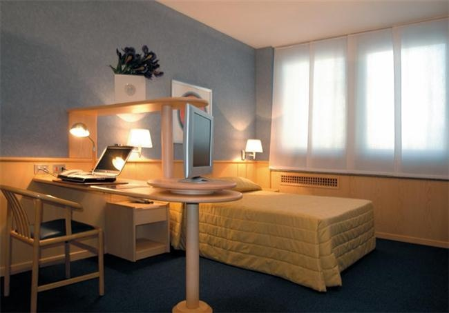 Camera Business - BEST WESTERN Executive Hotel and Suites
