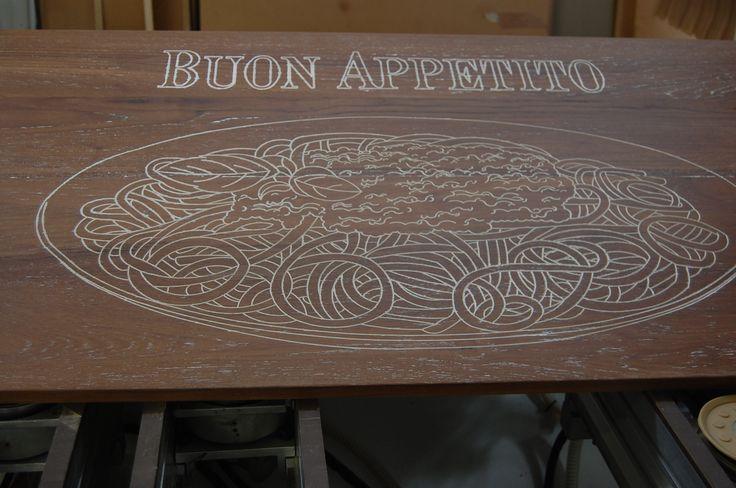 Pannello in legno inciso su disegno personalizzato