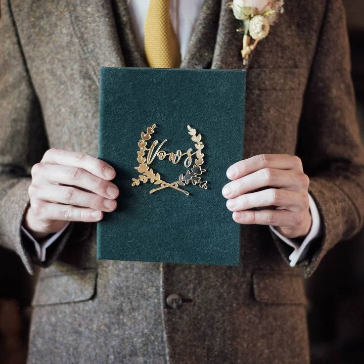 I just love this Vow book that @olliesstudio created for my Fireside elopement shoot which was featured on the @brideandtonic blog this week. It matched my styling so perfectly!