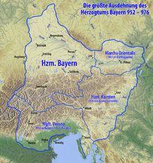 Größte Ausdehnug des Hezogtums Bayerns unter Herzog Heinrich II der Zänker (*951 - 28.8.995) (Liudolfinger - Ottonen). Sein Bruder war Otto I. Herzog von Sachsen, König des Ostfrankenreiches, ab 951 König von Italien, und ab 962 römisch-deutscher Kaiser. Zu diesem Zeitpunkt hatte die bayrische Herrschaft aber noch keine Wirkung auf die Urbevölkerung in den Alpenländern.