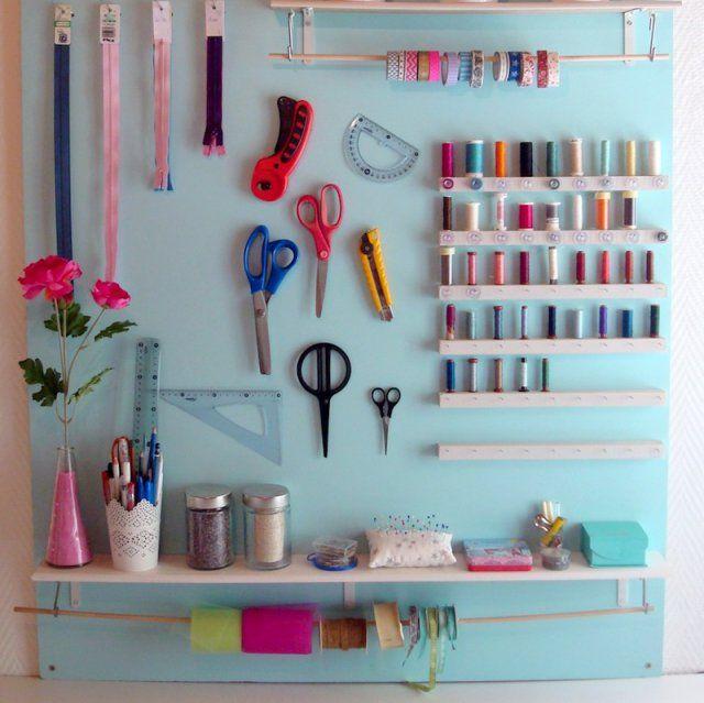 13 diy pour fabriquer un organiseur mural de bureau panneaux muraux mercerie et panneau. Black Bedroom Furniture Sets. Home Design Ideas