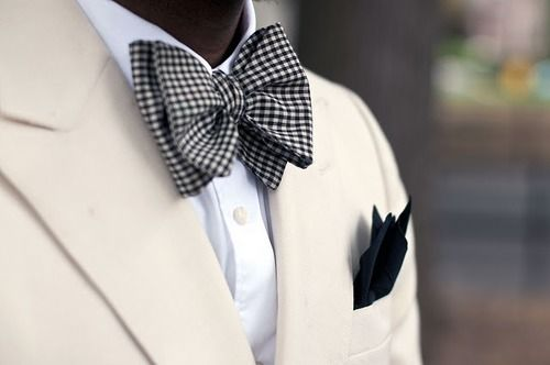 So chic !: Car Girls, Bows Ties, Bow Ties, Men Fashion, Black White, Pockets Squares, Bowties, Cars Girls, Girls Style